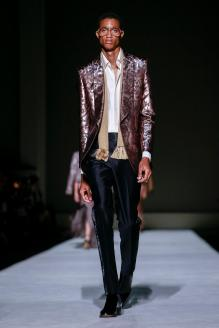 Tom-Ford-spring-2019-rtw-slide-0IWJ-superJumbo