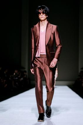 Tom-Ford-spring-2019-rtw-slide-QUQF-superJumbo